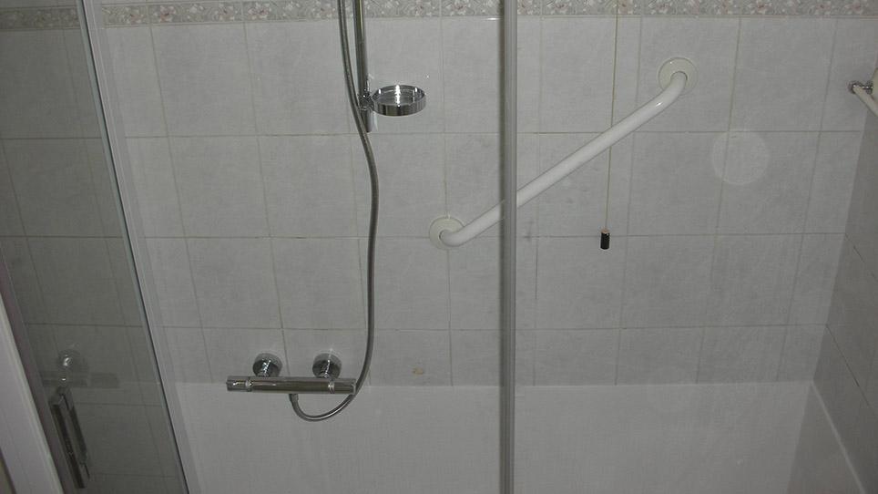 Piastrelle superiori doccia acquasystem ditta idraulica - Piastrelle doccia ...